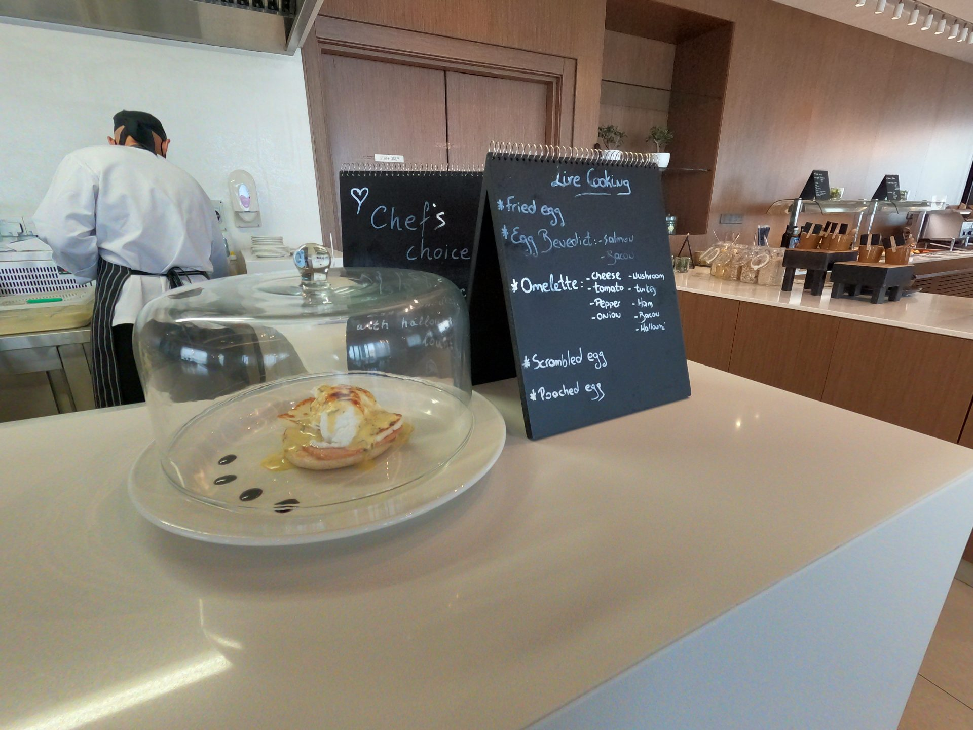 Omelette, scrambled egg, poached egg and chef's choice - Egg Benedict