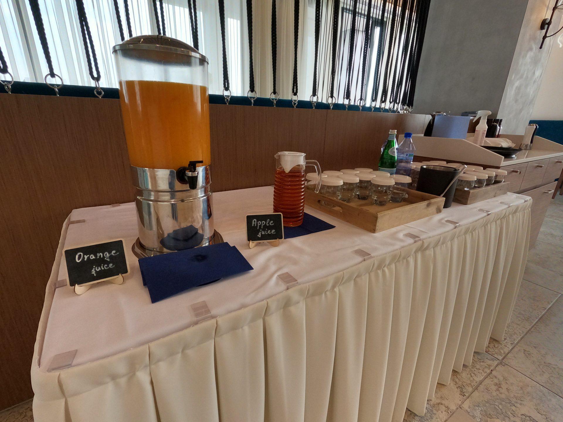 Orange juice, Apple juice and water