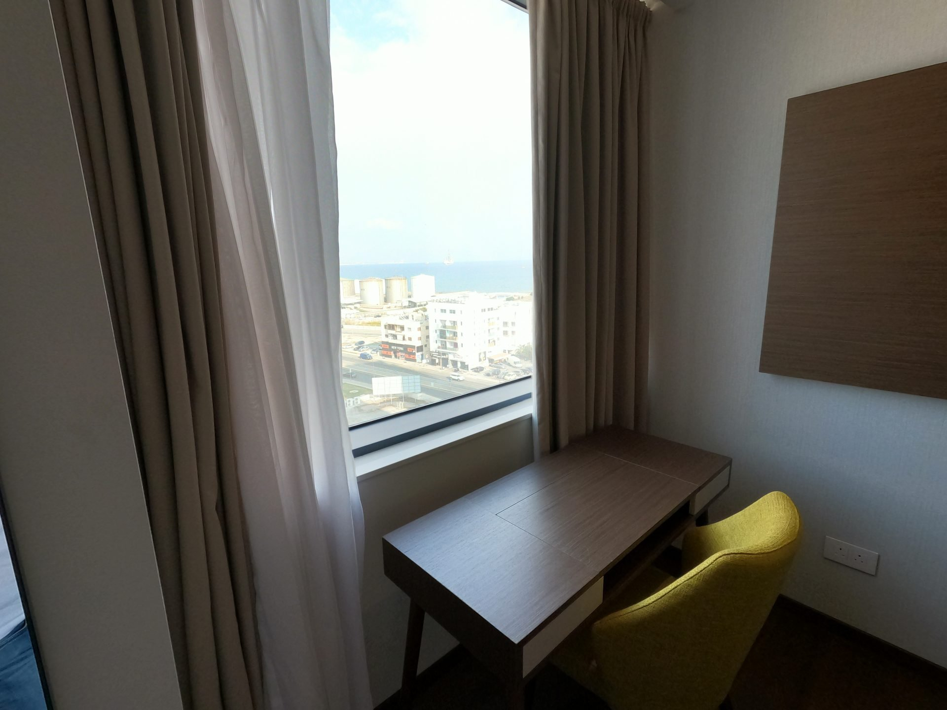 Desk with a sea view in the bedroom